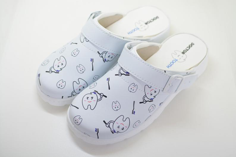 Medical shoes with a tooth pattern